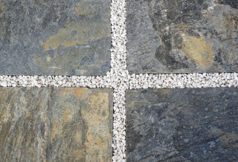Granitowe płytki kamienne na taras czy warto?