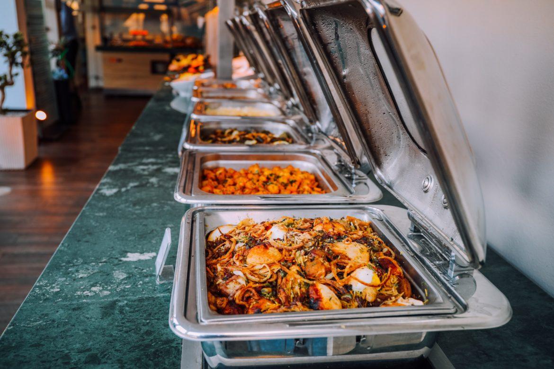 Catering dla firm Radomsko – dlaczego warto skorzystać z cateringu dla firm