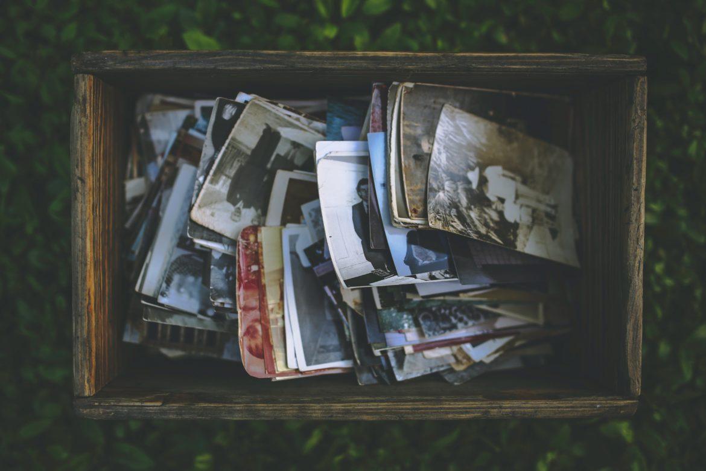 Pudełko drewniane na zdjęcia – nietuzinkowa forma przechowywania wspomnień